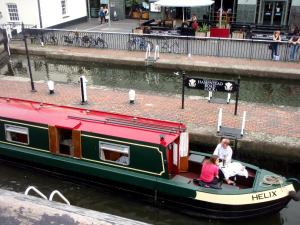Camdenin kanava Lontoossa.
