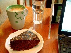 Tyypillisesti digitaaliset nomadit istuvat maailman kahviloissa tietokoneiden kanssa, mutta myös erilaisissa vuokrakonttoreissa, tai sitten vaikka vuokrakämpän parvekkeella.