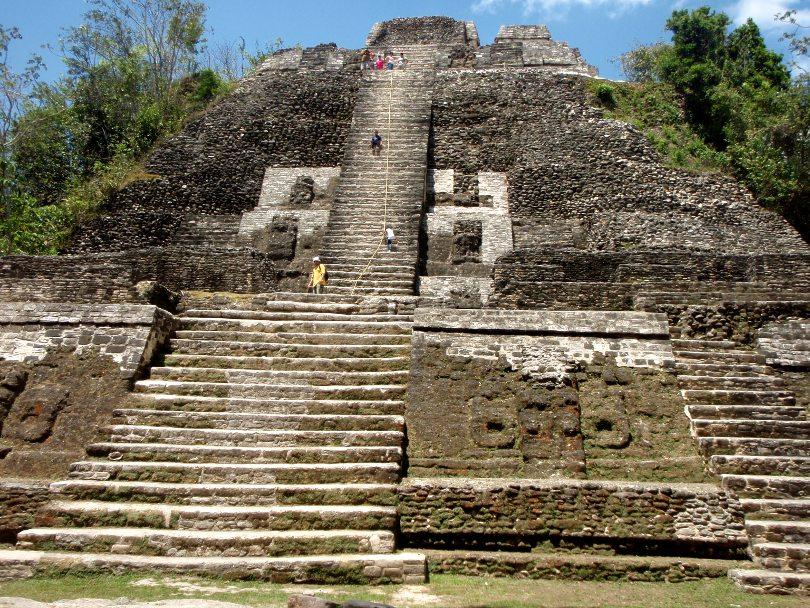 Lamanain pyramidi