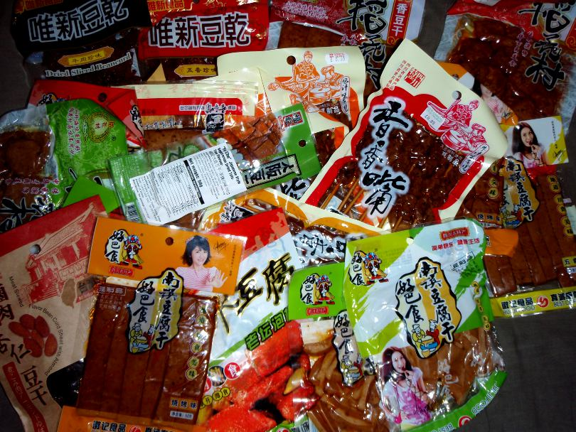 Chinatownista ostetut maustetut tofut täyttivät reppua aika paljon.