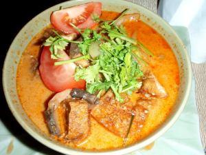 Thaimaalainen kookoskeitto tom kha on ehkä maailman paras ruoka.