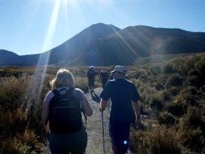 Uuden-Seelannin ehkä suosituimman patikkareitin Tongariro Crossingin alkumetreillä.