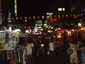 Khao San Road taitaa olla vilkas ympäri vuoden.