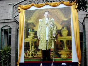 Vuonna 2005 olin Bangkokissa Thaimaan kuninkaan syntymäpäivän aikaan joulukuun alussa, nyt missaan bileet, koska olen silloin Vietnamissa.