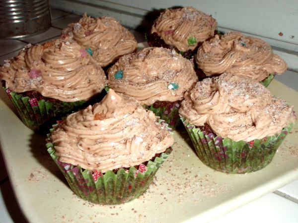 Mintulla terästetyt suklaa-vaniljapikkukakkuset, jotka eivät kuitenkaan ole ihan oikeanlaiset, vaan liian minttusuklaiset.