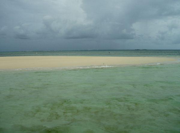 Disappear-saari Vava´ulla, joka tulee esiin laskuveden aikaan ja peittyy nousuvedellä.