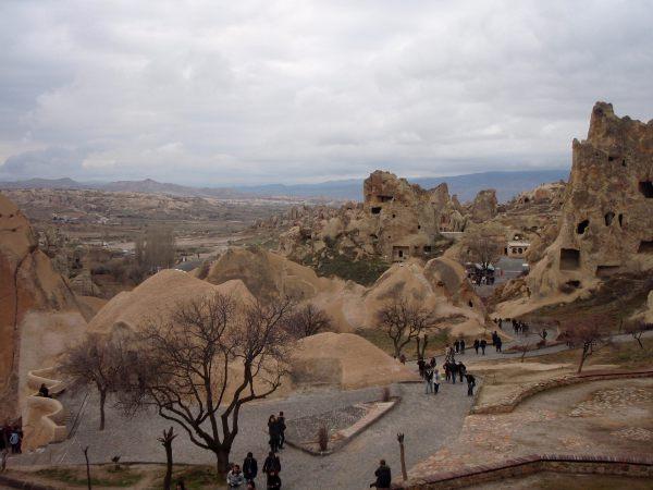Kallioasumusalue, joka on nyt museo ja turistikohde.
