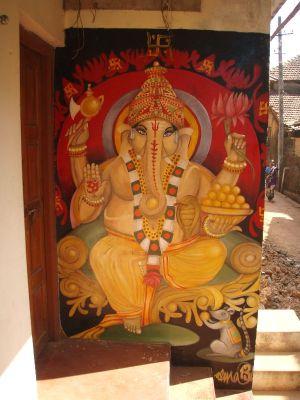 Ganeshamaalaus Gokarnassa seinässä.