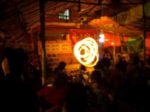 Jouluna 2008 Goan Arambolissa jouluateria päättyi tulishowhun.