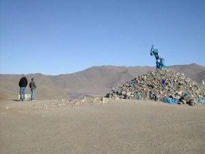 Matka Tereljiin pysähdyttiin jonkinmoisella pyhällä kivikasalla.