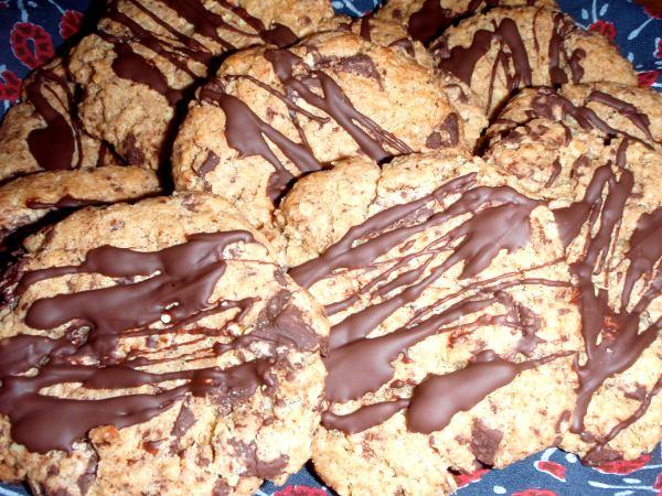 suklaahippukeksejä suklaaraidoin