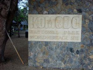 Komodon kansallispuiston kyltti.