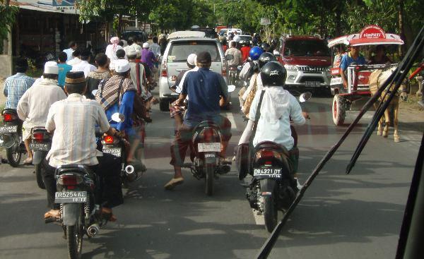 Liikennettä Lombokin saarella Indonesiassa.