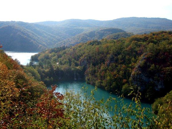 Plitvicen yläjuoksussa on isommat järvet.
