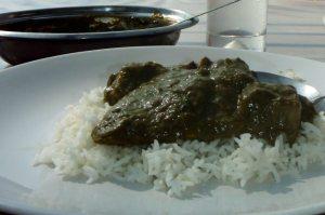 Palak-kastike, eli pinaatintapaisista lehdistä tehty kastike on tutuimpia intialaisia ruokia, joita saa Suomenkin ravintoloista.