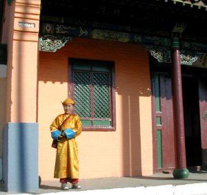 Pikkumunkki Ulan Batorin temppelialueella.