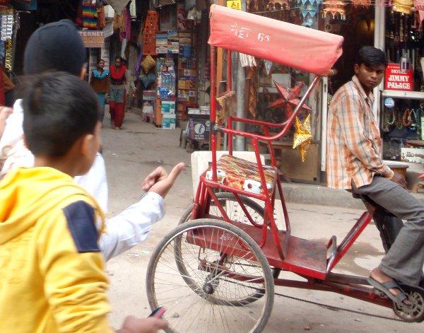 Polkuriksa Delhin Pahar Gangissa.
