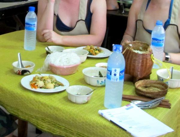 Joka välissä syötiin omatekoisia ruokia.