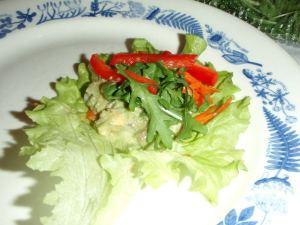 salaattirulla ennen käärimistä