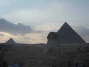 Sfinksi ja pyramidit.