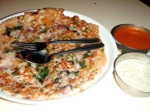Eteläintialaista uttapamia, eli pitsan tapaista ruokaa ei turistien rantaravintoloissa näy.