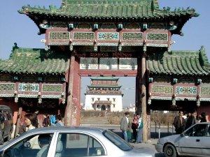 Temppeli oli hienosti sommiteltu, että portin sisältä se näkyi kehystettynä.