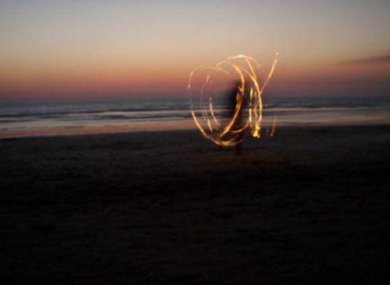 Tulishow Arambolin rannalla. Arambol on Goan rannoista pohjoisin.