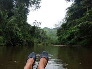 Tubing näkymää, joka voisi olla missän vain kolmesta kohteestani, mutta tämä on Belizestä.