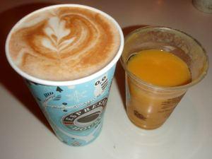 Kahvila-aamiainen Gamla Stanissa.