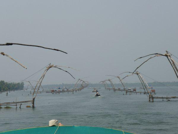 Tällaisia kalapyydyksiä näkyi paljon.