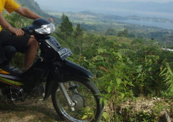 Mopo Lake Toban Samosirin saarikierroksella.