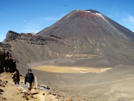 Mount Ngaurunghoe oli ehkä hienoin näkymä Tongariro Crossingin varrella. Sinne olisi myös voinut kiivetä.