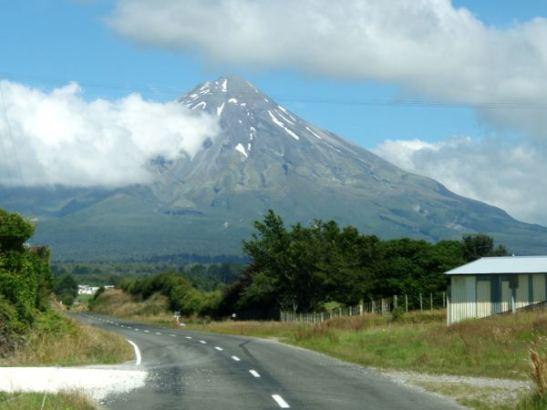 Mount Taranaki eli Mount Egmont pohjoissaarella.