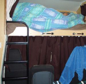 Nukkumaparvi ohjaamon yläpuolella,