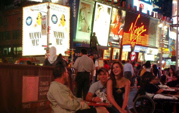 Iltavilinää New Yorkin Times Squarella.
