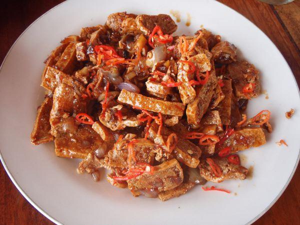 Tofua ja chiliä Balilla.