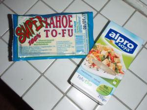 Tahoe-tofua ja Alpron tofua.