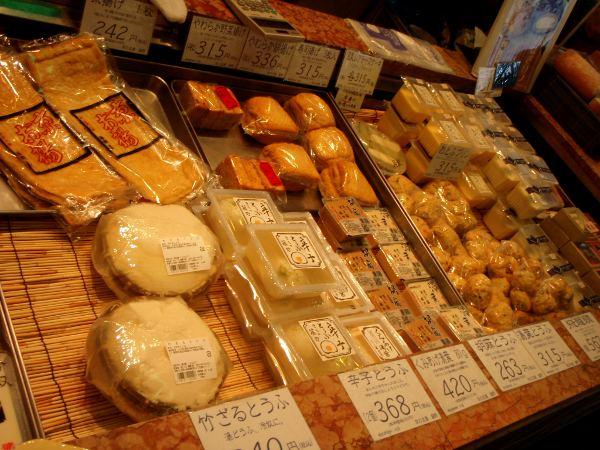 Tofutiski Kiotossa. Siinä on montaa sorttia.