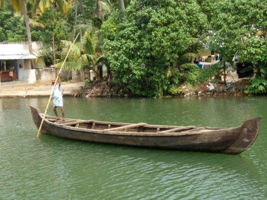 Kepillä työnnettävä vene.