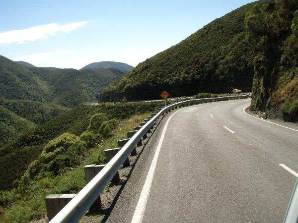 Kiemuraista tietä, kun otimme Wellingtonista pohjoiseen muun kun rantatien.