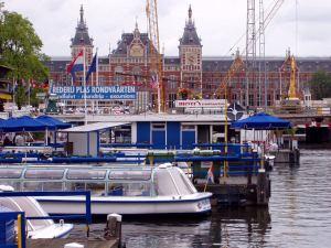 Amsterdamin rautatieasema.