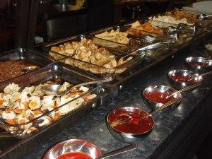 Lontoossa oli metron ja hostellin välissä kiinalais-thaimaalainen kasvisbuffet.