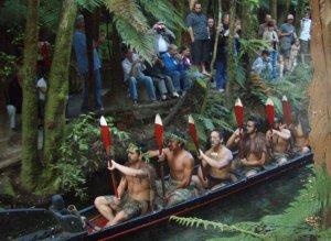 Maorikulttuurinäytös Uuden-Seelannin Rotoruassa.