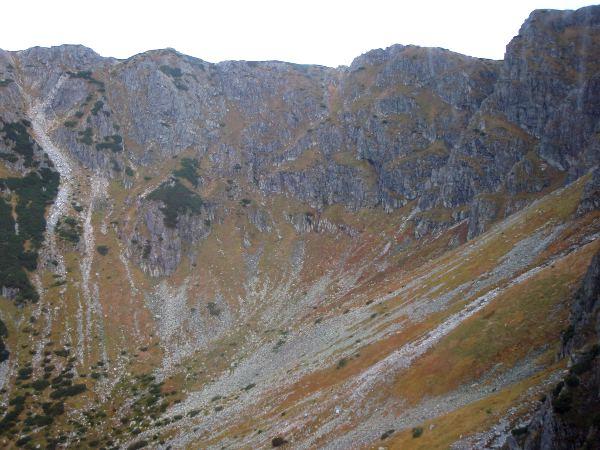 Tätä mäkeä voisi olla liukasta kulkea Kasprowy Wierhille mennessä, pikkukiviä riittänee tossujen alle.