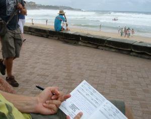 Kiukkuisia lokikirjamerkintöjä Manly Beachilla sukelluskokemuksen jälkeen.
