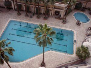 Lämmin lekotteluloma ei ole tulossa uima-altaalla löhöämisineen.