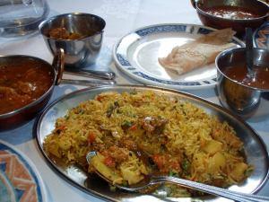 Intialainen ruoka on usein sekä mausteista että tulista. Tässä biryani Lontoossa.