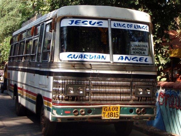 Herran haltuun intialaisittain. Kun Jeesus, Ganesha tai Allah pelastaa, voikin kaahata kuin hullu.