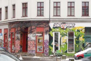 Maalatut seinät Kreutzbergin Oranienstrassella.