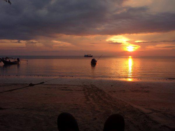 Tämä auringonlasku voisi olla Khao Lakista.